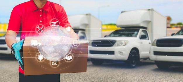 Livreur tenant une boîte et une icône de service et de livraison express de camion rapide