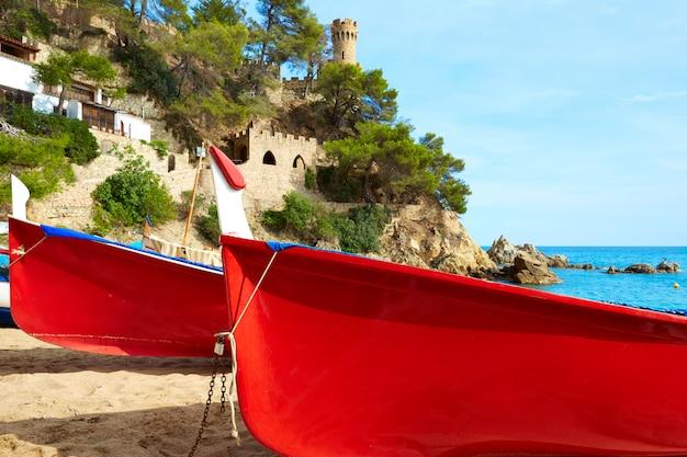 Lloret de mar castell plaja sur la plage de sa caleta