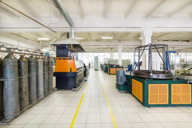 Locaux industriels, équipement pour tréfiler le fil métallique.