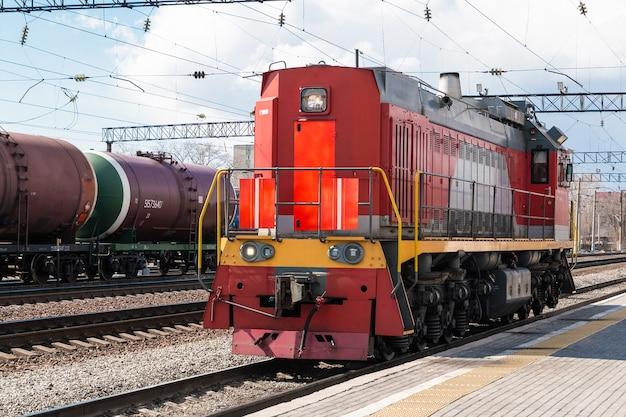 Locomotive de manœuvre diesel-électrique fonctionnant seule sur rails