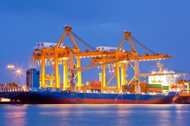 Logistique de chantier naval import export