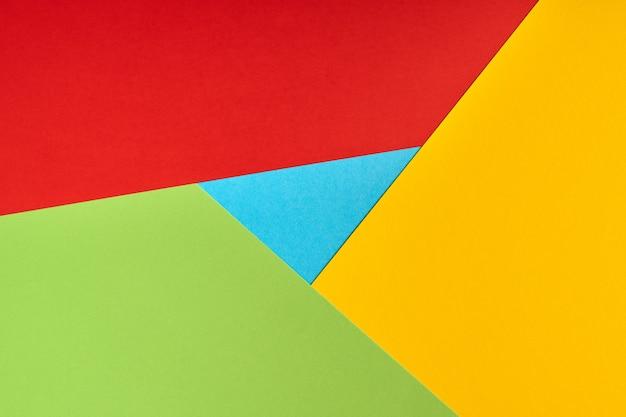 Logo de navigateur populaire en papier. couleurs rouges, jaunes, vertes et bleues. logo coloré et lumineux