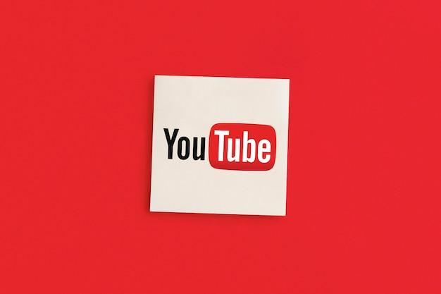 Logo youtube sur fond rouge