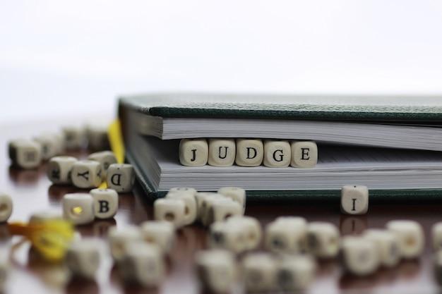 Loi et juge de texte de cube