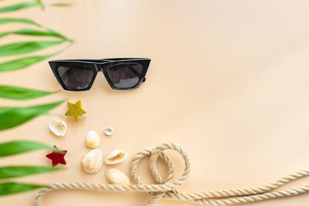 Loisirs accessoires lunettes de soleil paume tropical feuille se détendre humeur positive vacances