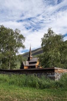 Lomskyrkja - l'église de lom. architecture scandinave en bois. merveilleuse attraction touristique de la norvège
