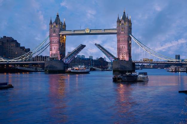 London tower bridge coucher de soleil sur la tamise
