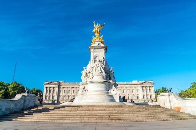Londres, grande-bretagne -sep 2, 2019: le victoria memorial, un monument à la reine victoria, par le sculpteur thomas brock.