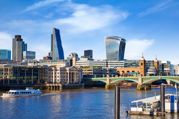 Londres millennium bridge skyline