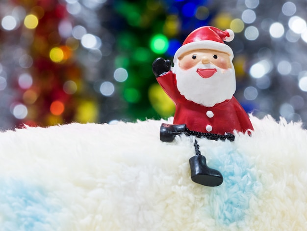 Lonely santa attend pour joyeuse fête de noël