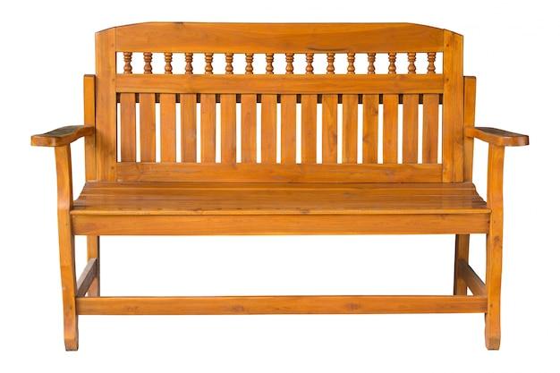Longue chaise en bois isolée sur blanc avec un tracé de détourage