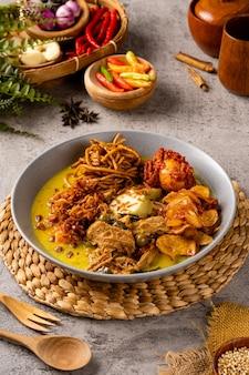 Lontong Sayur Est Un Plat De Riz Traditionnel Indonésien Photo Premium