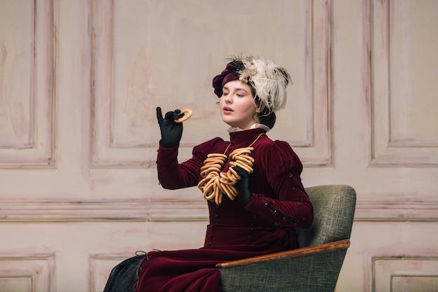 Look tendance moderne de portrait d'une femme inconnue.