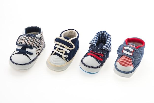 Lot de chaussures de bébé avec des conceptions différentes
