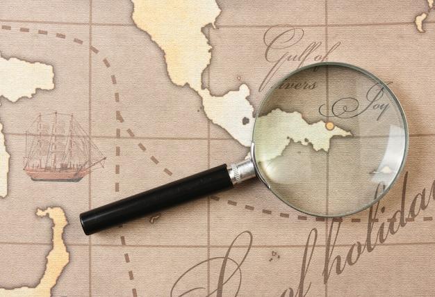 Loupe sur une carte stylisée