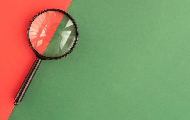 Loupe sur fond vert pour l'espace de copie pour le texte