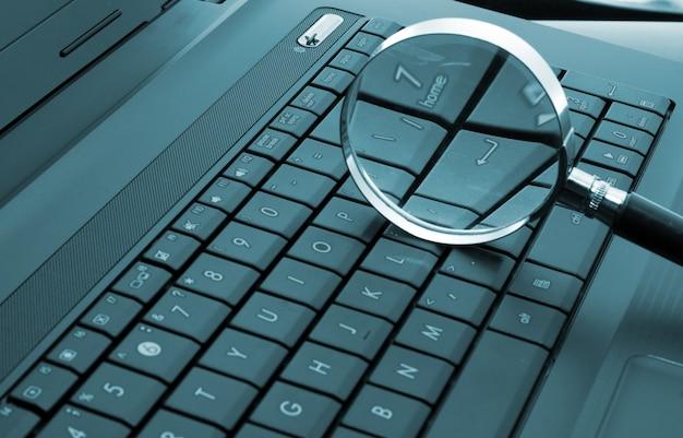 Loupe sur ordinateur portable