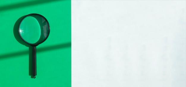 Loupe sur l'outil de recherche de bannières écologiques vertes et blanches sur fond minimaliste avec espace de copie