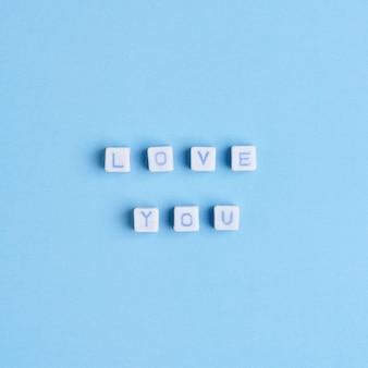 Love you perles lettrage typographie de texte