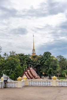 Luang pu thuat au wat huay mongkol à hua hin