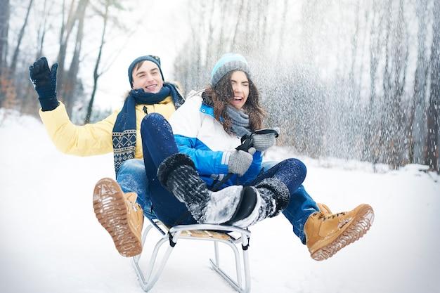 La luge en hiver nous rend heureux