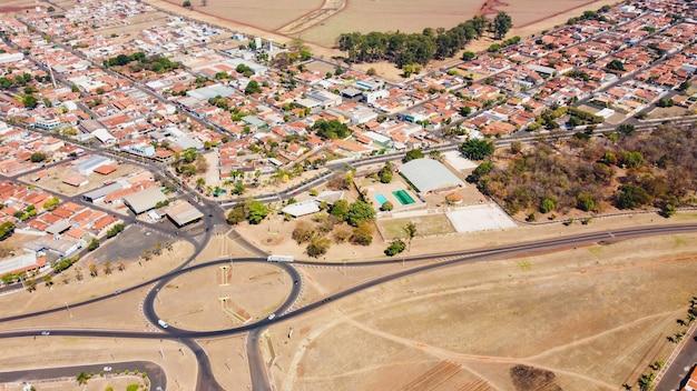 Luís antã´niosã£o paulo brasil - 09 août 2021 : image aérienne de la ville de luis antonio
