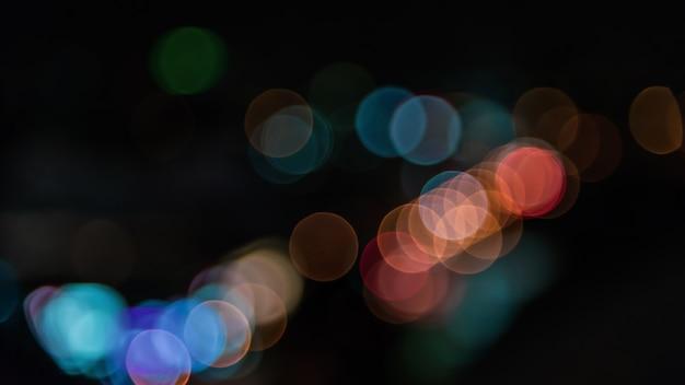 La lumière abstraite soulève le fond.