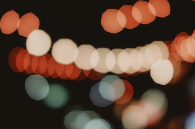 Lumière bokeh orange, bleue et blanche. abstrait ou flou de paillettes légères. fond de texture lueur. ton humeur.
