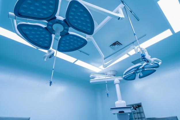 Lumière chirurgicale dans la salle d'opération.