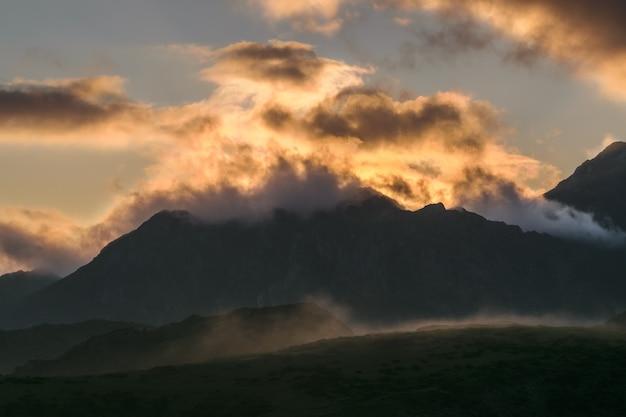 Lumière dans les montagnes
