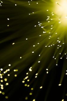Lumière de la fibre optique en jaune