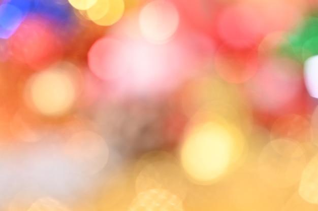 Lumière de noël coloré rouge jaune vert bleu bokeh défocalisé fond décoratif clair