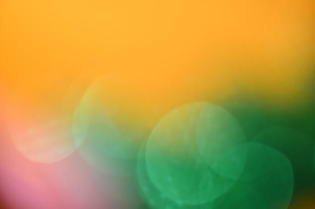Lumière de noël coloré rouge or vert flou flou flou artistique fond décoratif