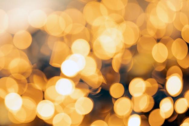 Lumière d'or défocalisé abstrait texture de fond de noël ou de vacances, tons chauds flous jaunes étincelants