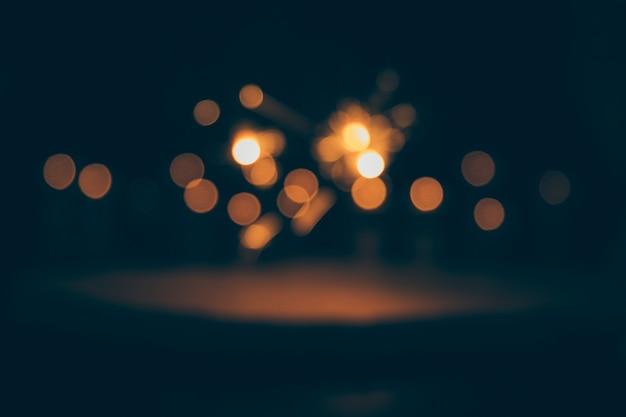 Lumières de bokeh abstraites sur fond sombre