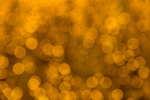 Lumières de bokeh abstraites or. coloré. fond défocalisé.