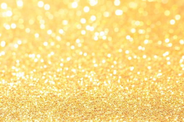 Lumières de bokeh dorées et blanches défocalisées. abstrait