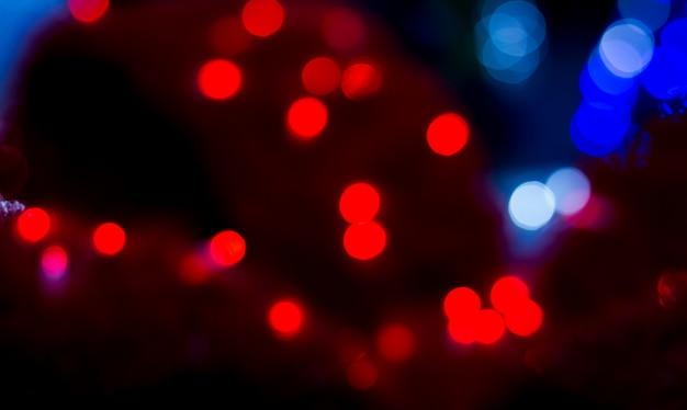 Lumières de bokeh flou rouge et bleu