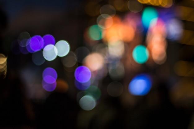 Lumières brouillées au fond de la nuit