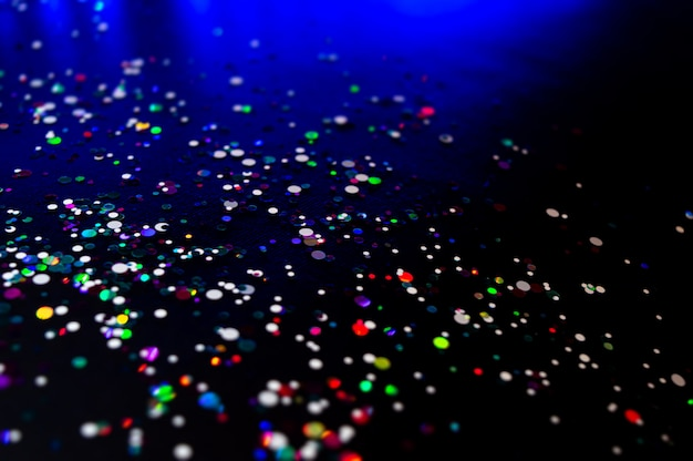 Lumières colorées flou fond de paillettes.