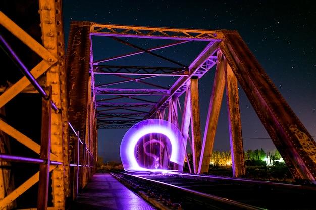 Lumières dégradées sur le pont