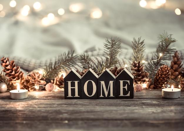Lumières festives avec l'inscription home
