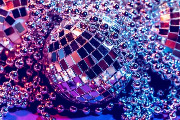 Les lumières de fête disco ball se bouchent.