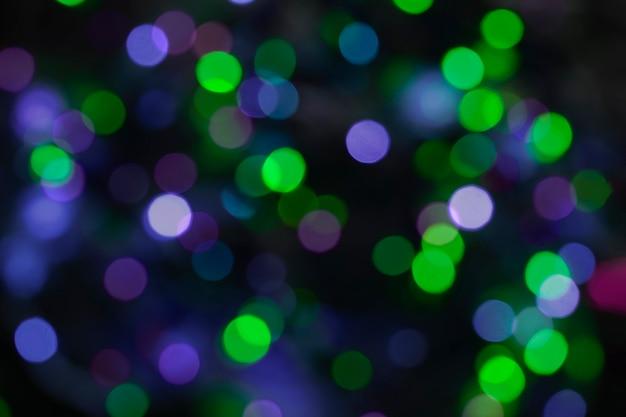 Lumières floues festives bokeh vert bleu et violet
