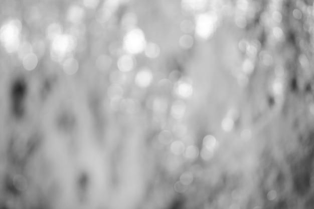 Lumières sur fond gris.