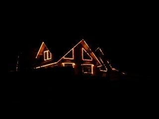 Lumières de noël au milieu de la nuit dans le