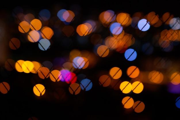 Lumières de la ville de bokeh sur fond noir