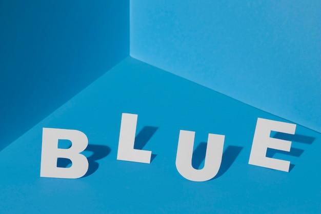 Lundi bleu avec des lettres