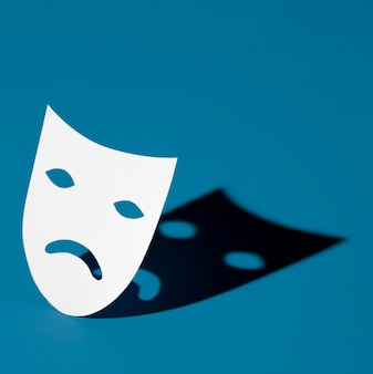 Lundi bleu avec masque triste