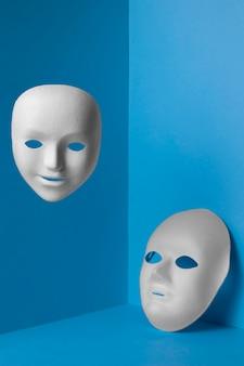 Lundi bleu avec masques faciaux